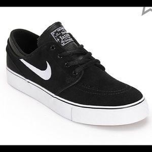 NWOT Nike sb Janoski